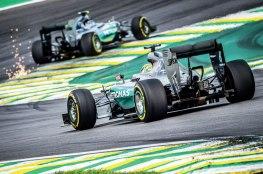 Nico Rosberg se Impôs ao companheiro Lewis Hamilton na classificação e na corrida. O Tricampeão comeu fagulhas amigas