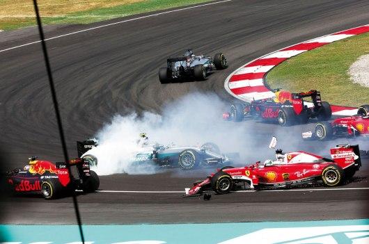 Tudo parecia perdido para Nico Rosberg depois do acidente com Vettel na largada no GP da Malásia. Com a quebra de Hamilton no final, conquistou o terceiro lugar no pódio Jean François Galeron/WRi2