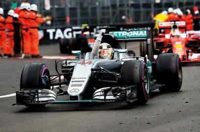 Com estratégia perfeita com os pneus Pirelli ultra macios de cor roxa, Hamilton venceu soberano em Mônaco Frits Van Eldik/Wri2