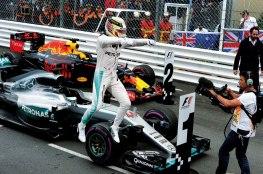 Lewis Hamilton comemora sua brilhante vitória no circuito de Monte Carlo Jean François Galeron/WRi2